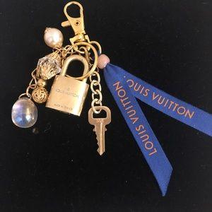 ❤️Authentic Louis Vuitton Lock & Key#304